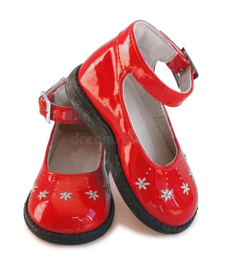 女婴皮革专利红色鞋子 免版税图库摄影
