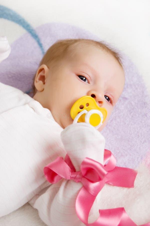 女婴粉红色丝带 免版税库存照片
