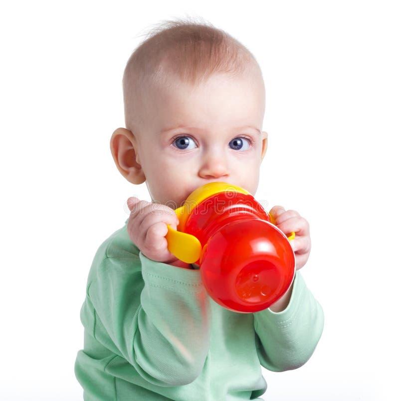 女婴饮用水 免版税库存图片