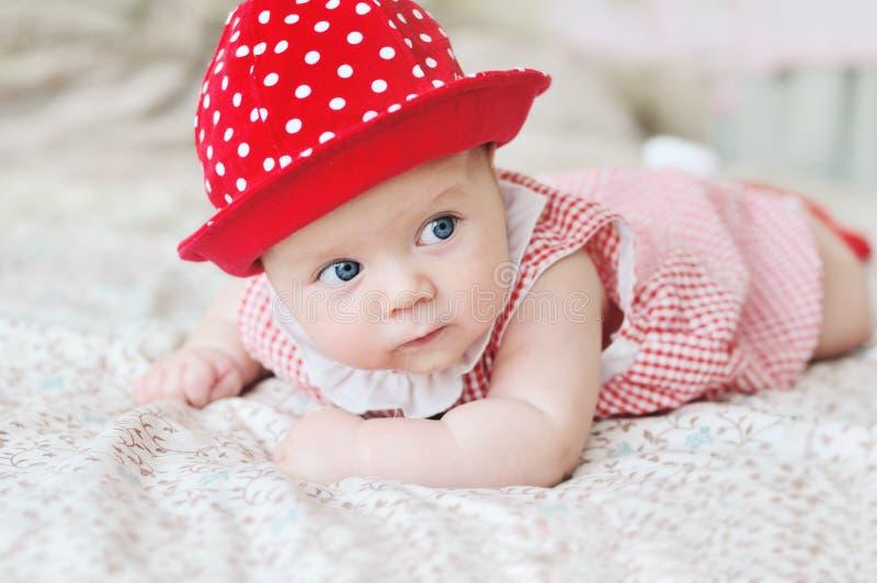 Download 女婴 库存图片. 图片 包括有 眼睛, 子项, 敬慕, 逗人喜爱, 保留, 无辜, 位于, 白天, 下来 - 30327225