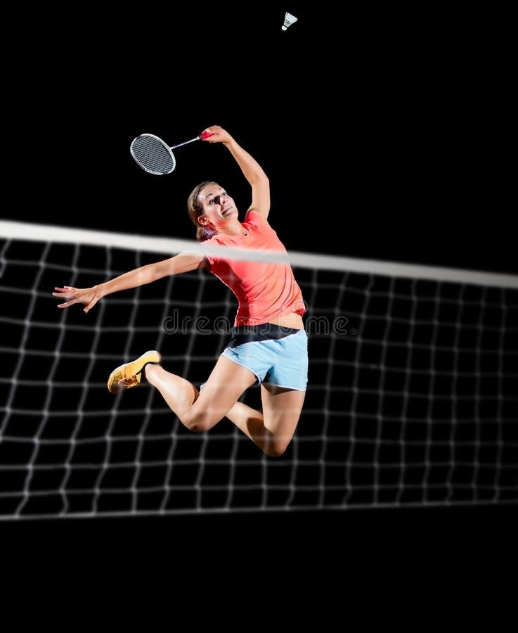 女子羽毛球与网和shuttlecock的球员版本 免版税图库摄影