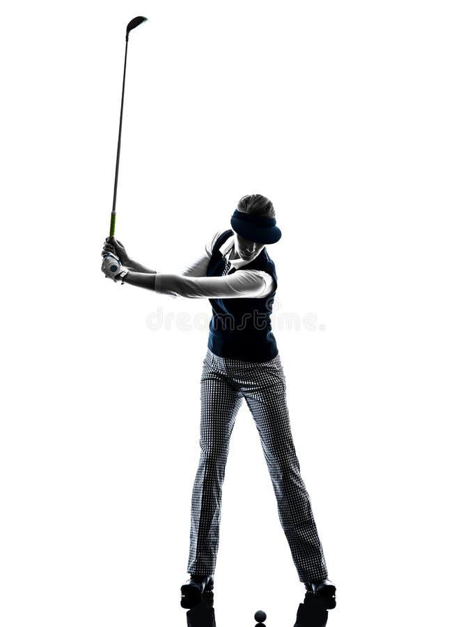 女子高尔夫球运动员打高尔夫球的剪影 免版税库存照片