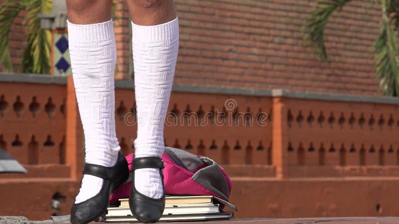 女学生跳舞的腿 免版税库存图片