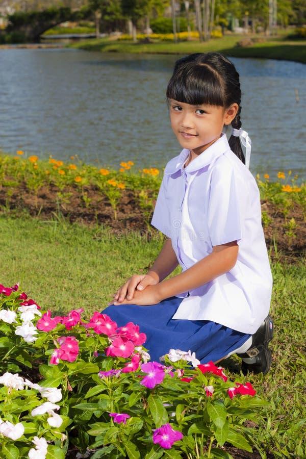 Download 女孩一点微笑 库存图片. 图片 包括有 人力, 照亮, 婴孩, 室外, 表面, beauvoir, 横向 - 22357795