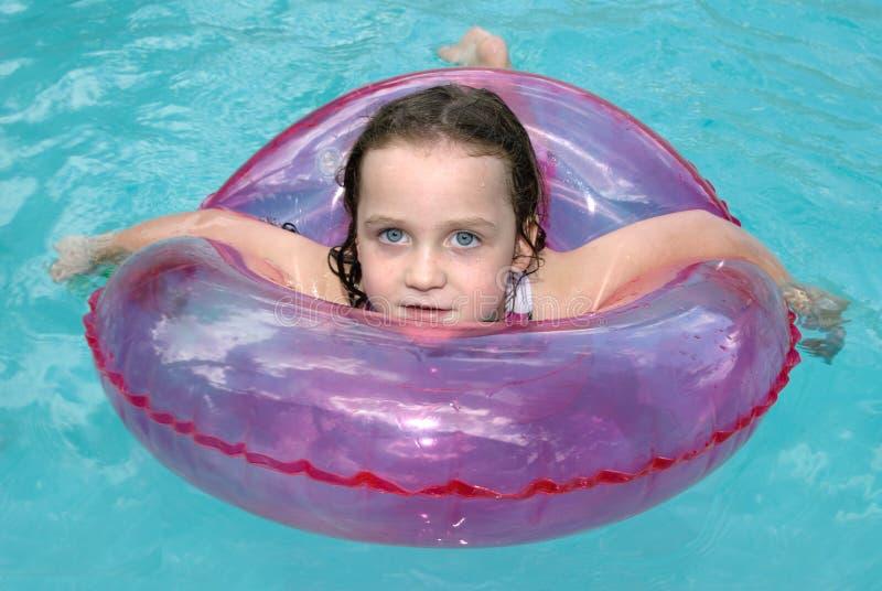 女孩一点游泳 库存图片