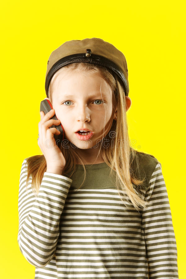女孩一点电话联系 免版税图库摄影