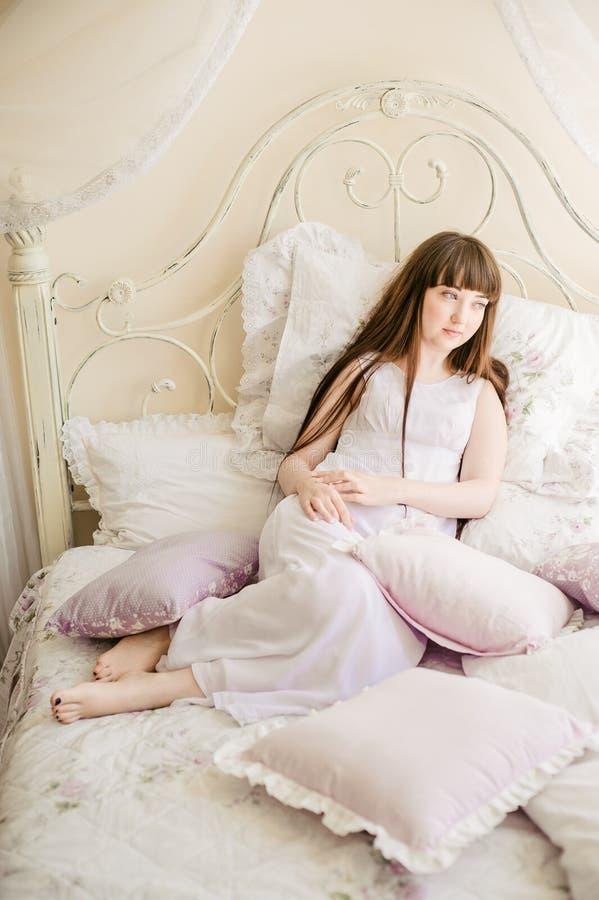 女孩一年轻人 免版税图库摄影