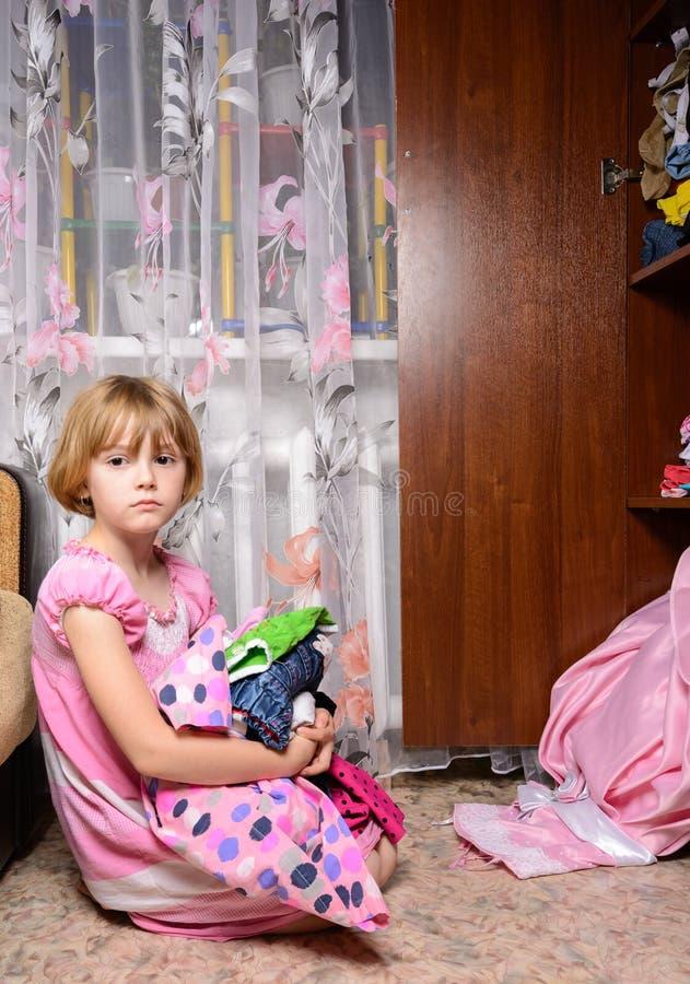 女孩不可能选择礼服 库存图片