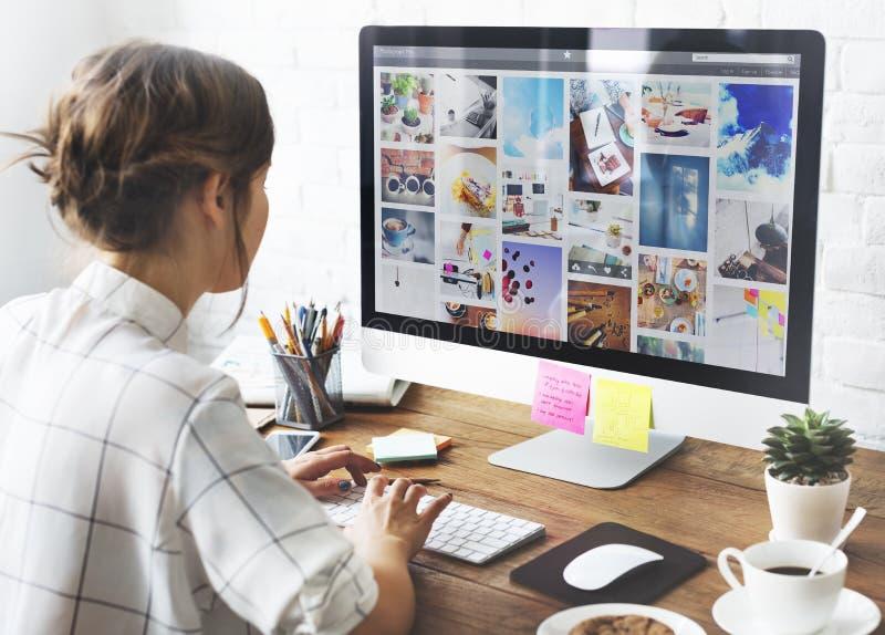 女孩互联网技术连接研究概念 库存图片