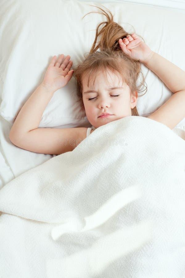 女孩休眠的一点 免版税库存图片