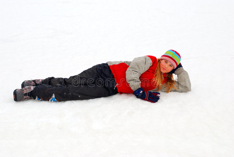 女孩位于的雪年轻人 免版税库存图片