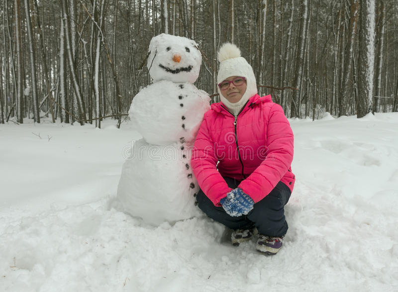 女孩例证小的雪人向量 免版税库存照片