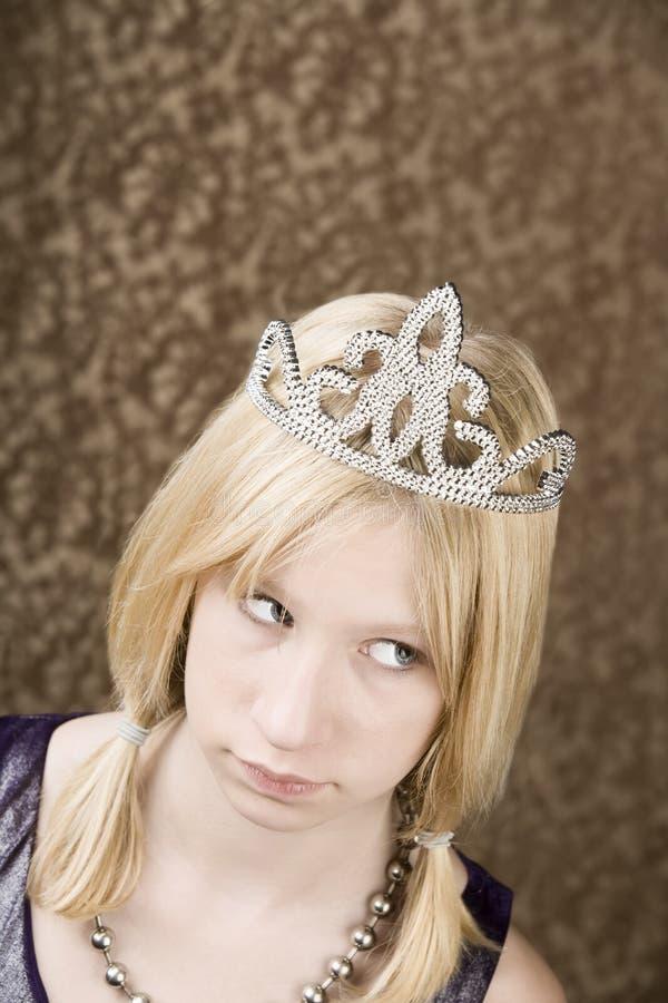 女孩俏丽的冠状头饰年轻人 免版税库存照片