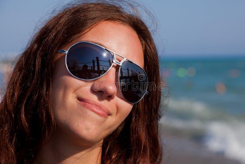 女孩俏丽的海滨 库存照片