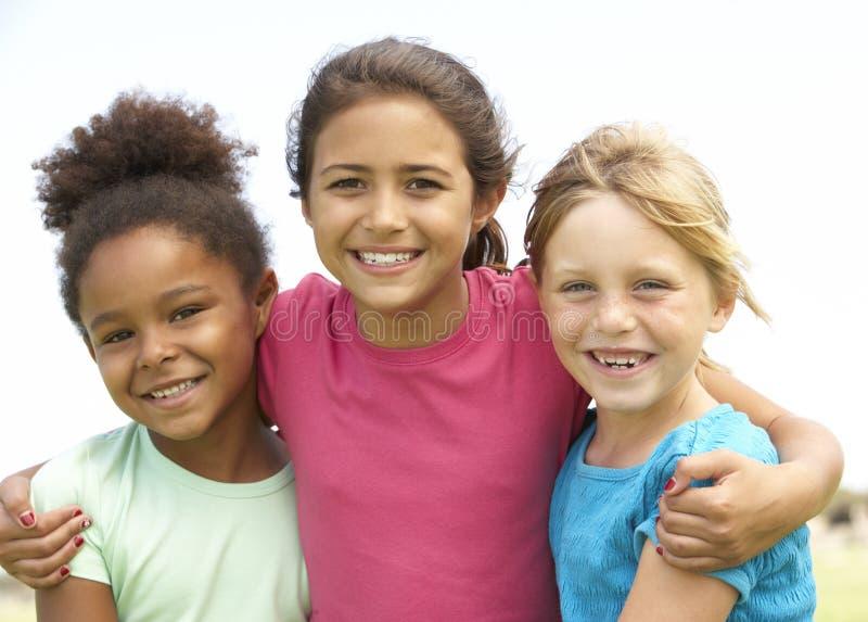 女孩停放演奏年轻人 免版税库存照片