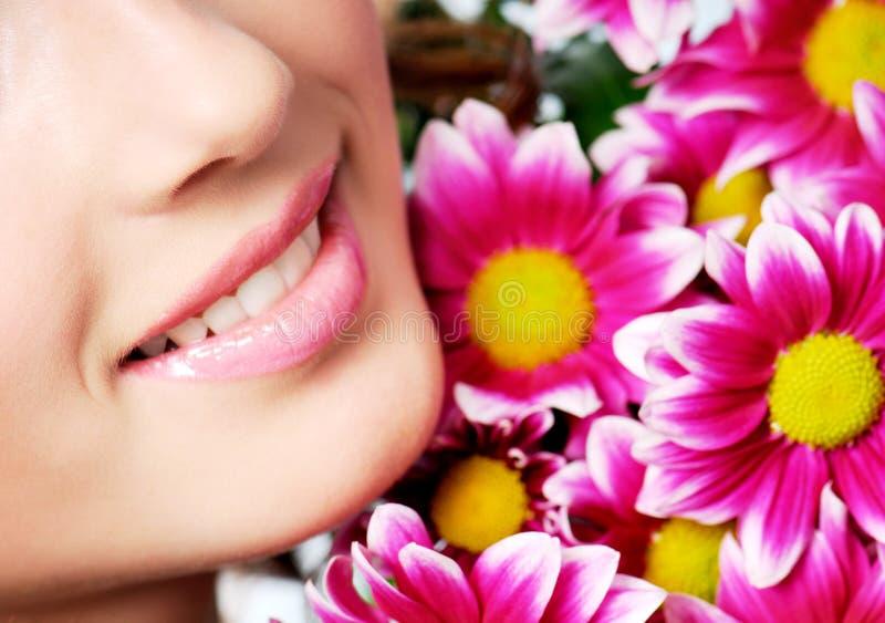 女孩健康微笑 免版税图库摄影