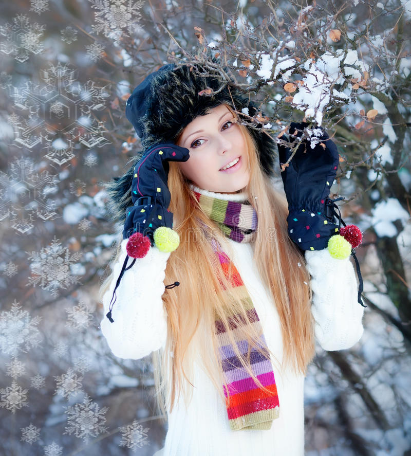 女孩公园冬天 图库摄影