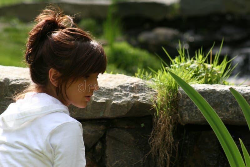 女孩公园年轻人 免版税图库摄影