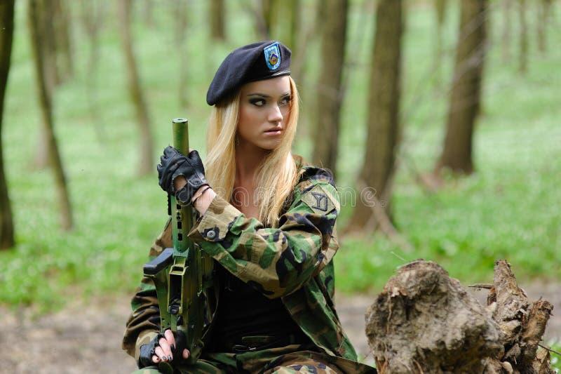 女孩军事性感 免版税库存照片