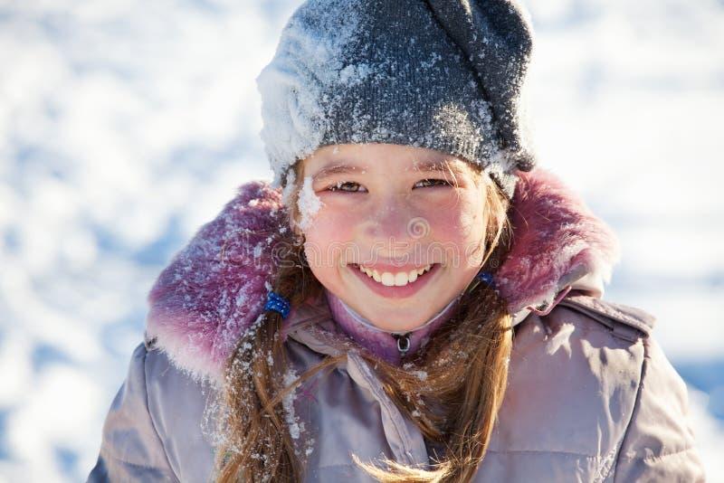 Download 女孩冬天 库存图片. 图片 包括有 冬天, 女孩, 微笑, 乐趣, 幸福, 温暖, 人们, 孩子, 衣物 - 22355491