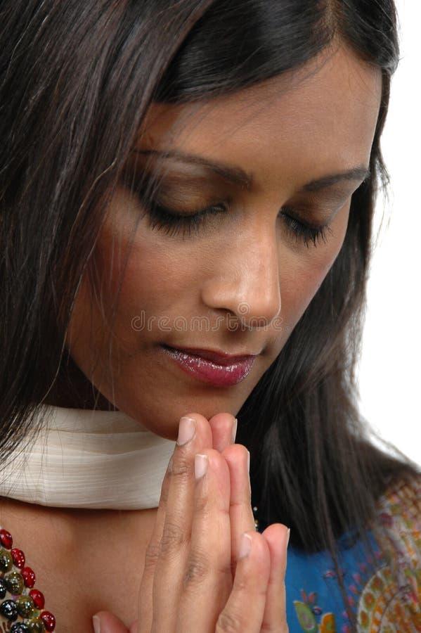女孩印地安人祷告 免版税库存照片