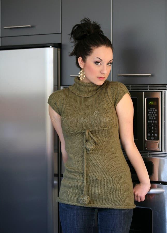 女孩厨房 库存照片