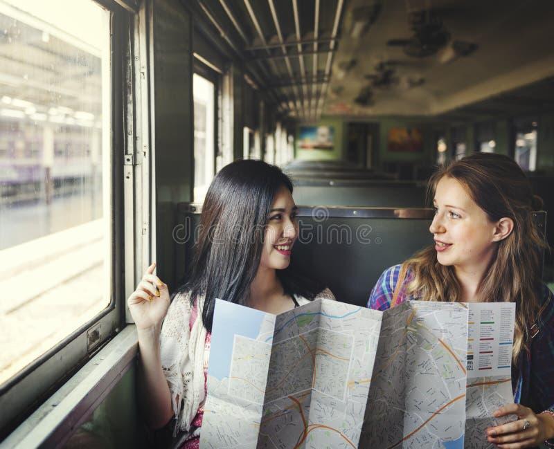 女孩友谊住处旅行的假日地图概念 库存图片