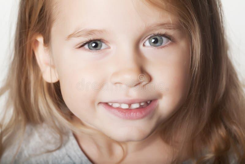 女孩可爱的一点 免版税库存照片