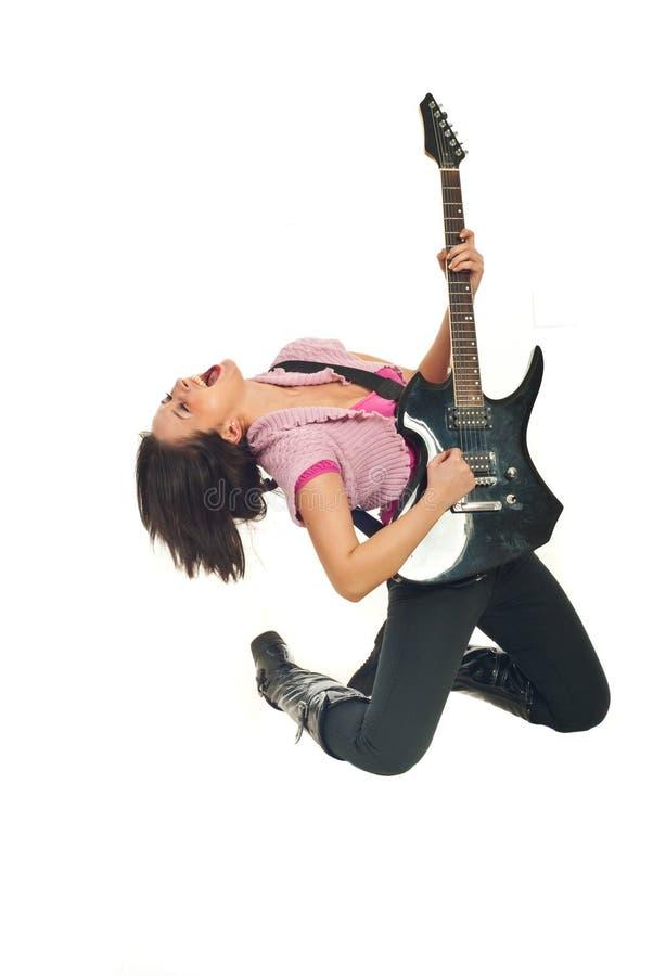 女孩吉他岩石唱歌 免版税库存图片