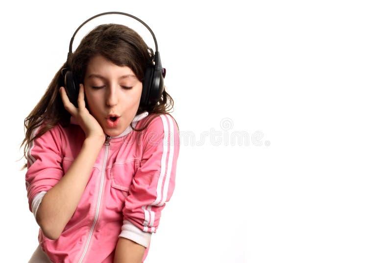 女孩听到音乐 免版税图库摄影