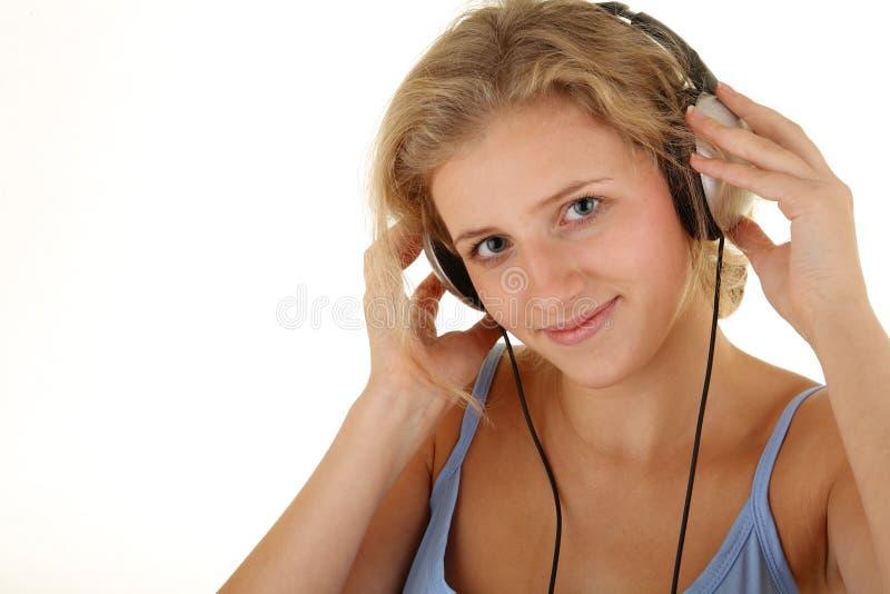 女孩听的音乐相当 库存图片