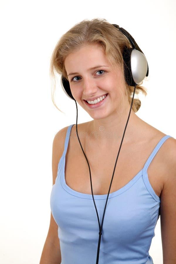 女孩听的音乐相当 免版税库存照片