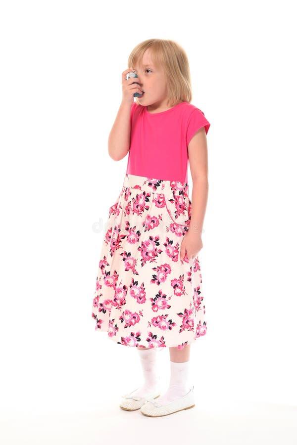 女孩吸入器一点使用年轻人 库存图片