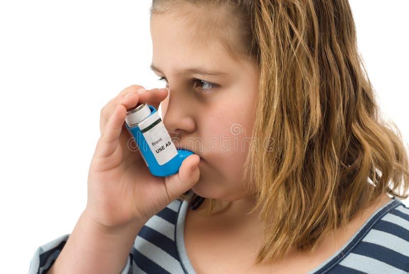 女孩吸入器采取 免版税库存照片