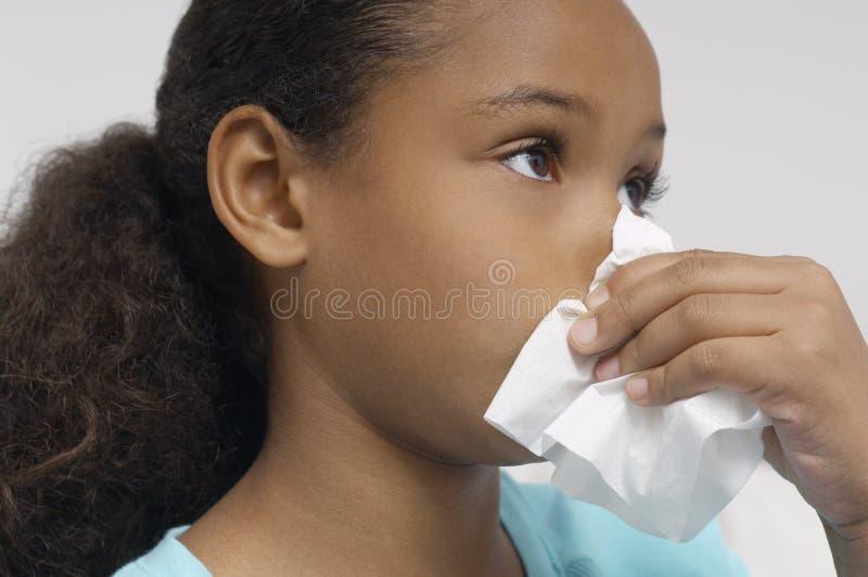 女孩吹的鼻子 免版税库存图片