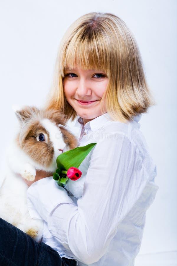 女孩和东部兔子3 库存照片