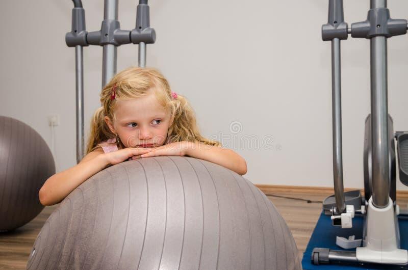 女孩和健身房 库存图片