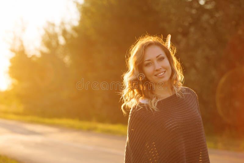 女孩和日落 图库摄影