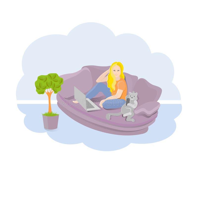 女孩和猫在家休息坐长沙发 皇族释放例证