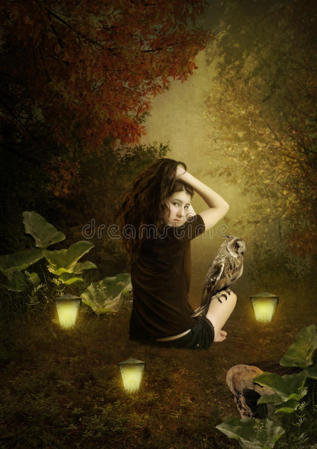女孩和猫头鹰 免版税图库摄影