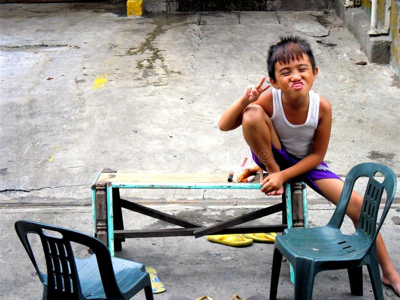 女孩和男孩微笑 图库摄影