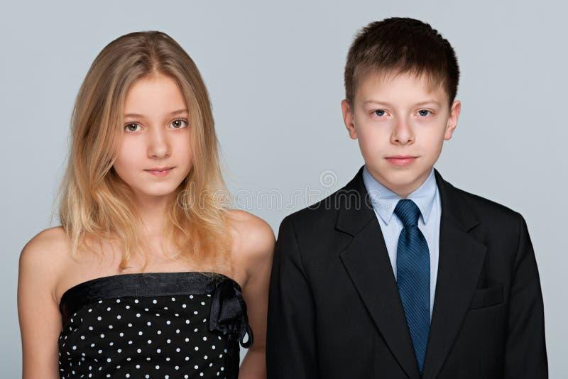 女孩和男孩纵向 免版税库存图片