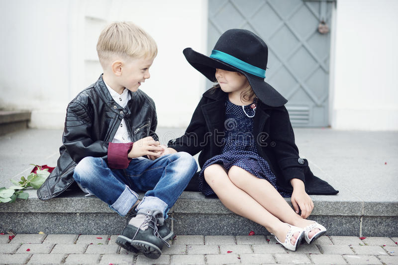 女孩和男孩 免版税库存图片