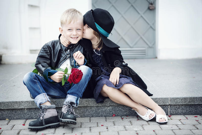 女孩和男孩 库存照片