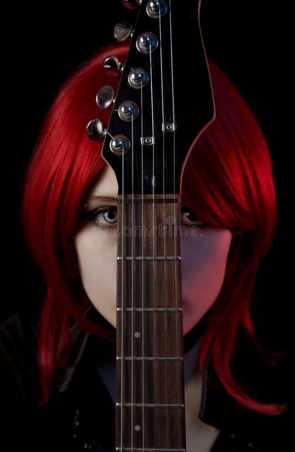 女孩哥特式吉他纵向 免版税库存照片
