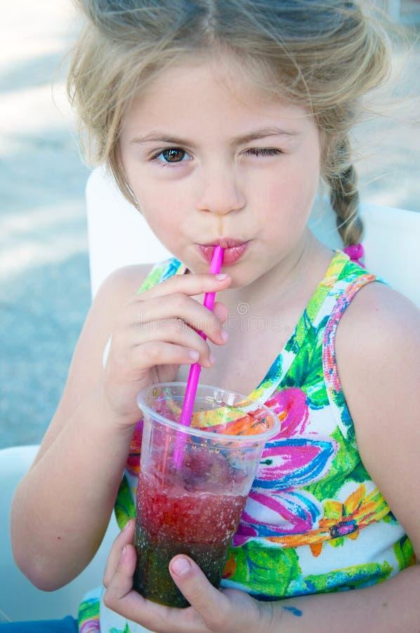 女孩喝 图库摄影