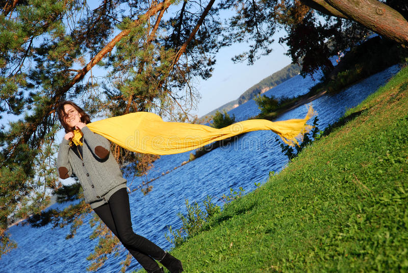 女孩围巾黄色 图库摄影