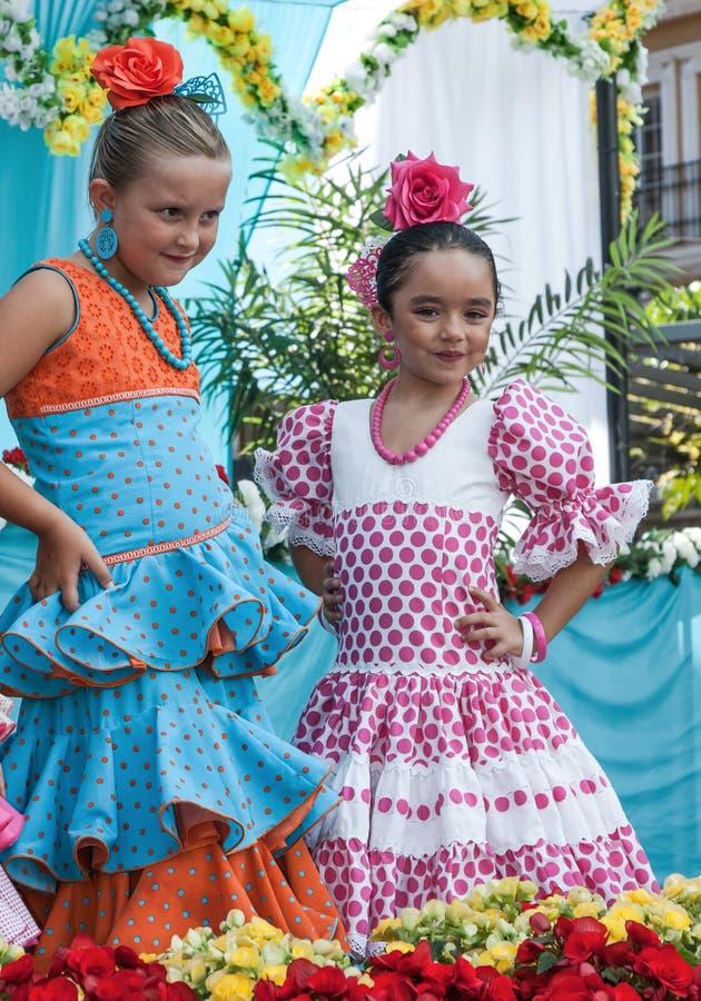 女孩在典型的西班牙佛拉明柯舞曲服装穿戴了 库存图片