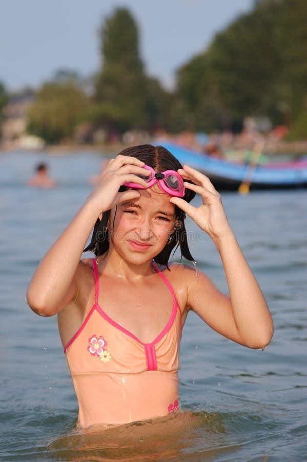 女孩在水中 免版税库存照片