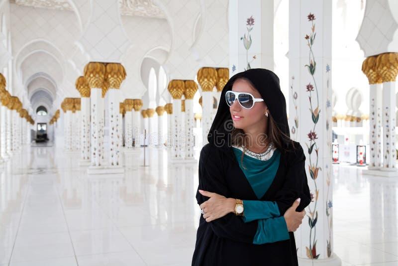 女孩在清真寺 免版税图库摄影